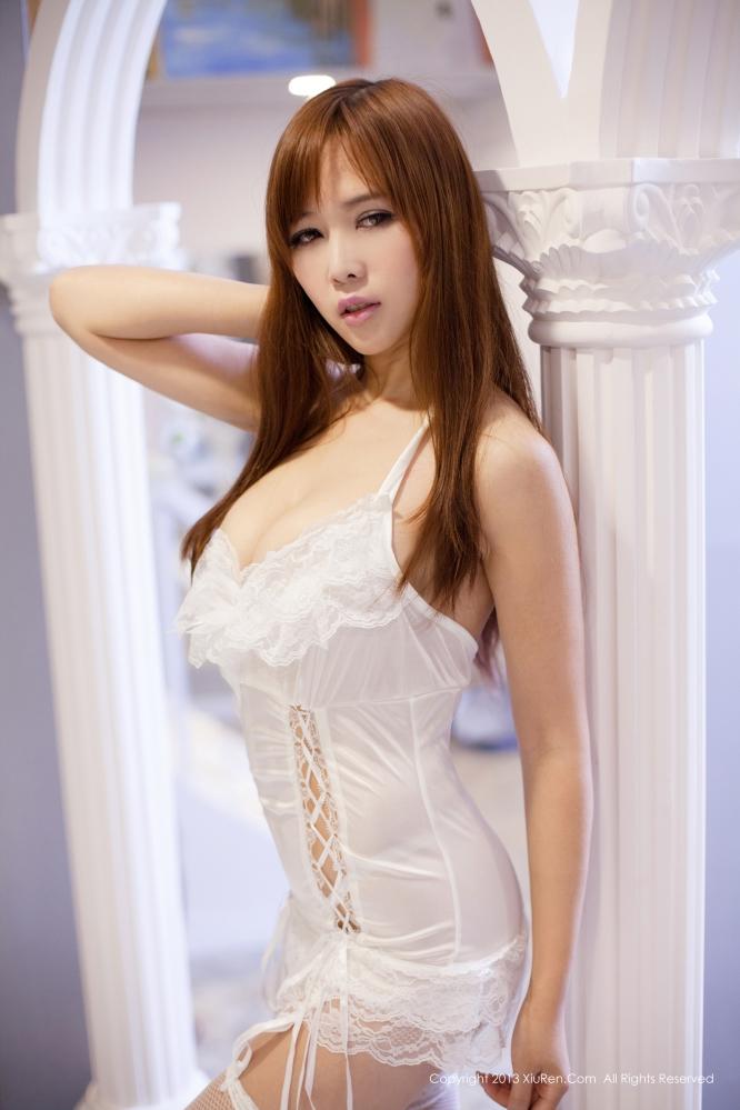 [秀人网] No.052 张优性感写真秀F罩杯双乳
