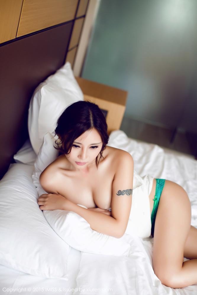 [IMISS爱蜜社] VOL.046 ���Mango诱惑床照丰满胴体好诱人