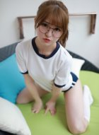 [模范学院] VOL.090 学生妹伊小七MoMo戴上眼镜呆萌模样惹人爱