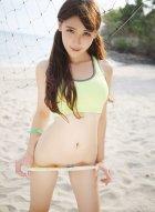 辣妹子熊吖BOBO身穿热衣短裤 五官精致皮肤白皙大长腿吸睛美丽