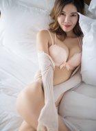 美人依依Yiyi私房睡衣写真 玉体婀娜皮肤赛雪胜霜看起来娇艳欲滴