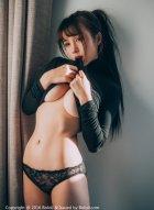 夏美酱黑色系酷炫写真衬托的健美身材更显前凸后翘吸引人眼球