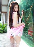 许诺Sabrina妹纸的美腿修长匀称又光滑白皙百看不厌是艺术的精品