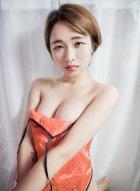 深圳美女模特Amy雪儿天生雪白肌肤与性感厚唇让她好有魅力