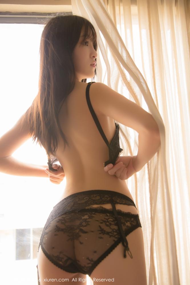 软妹子伊小七MoMo诱人床照曝光 腿长腰细易推倒你还等什么?