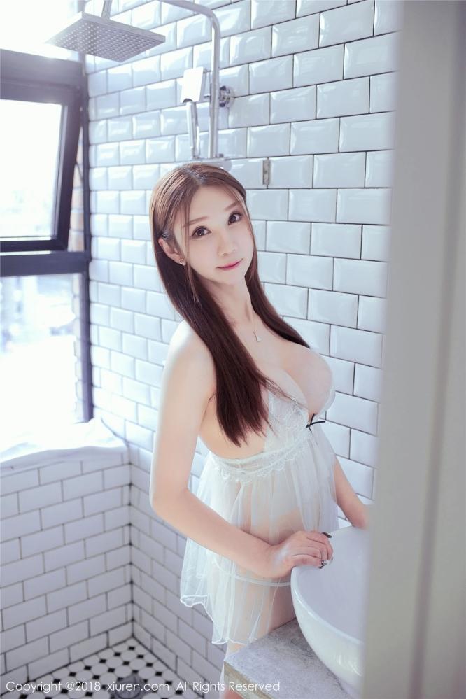女神李宓儿白色透明的蕾丝白色开胸睡衣尽显无敌美巨乳诱惑