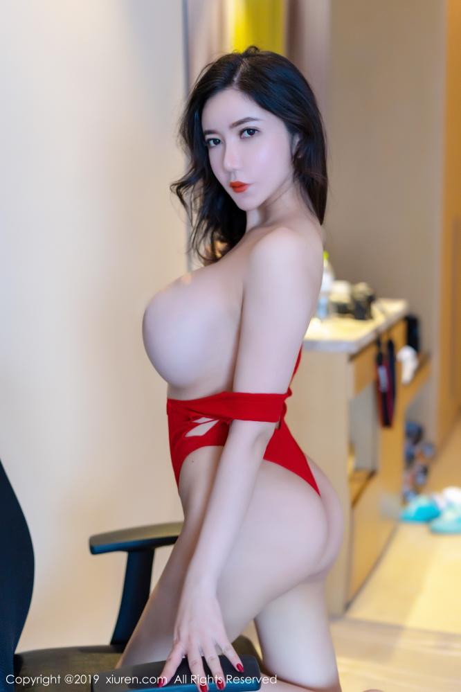 成熟美人心妍小公主开胸睡衣写真展露美好身材