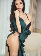 妖娆似水的性感女神球球惹火私房写真展露美好身材